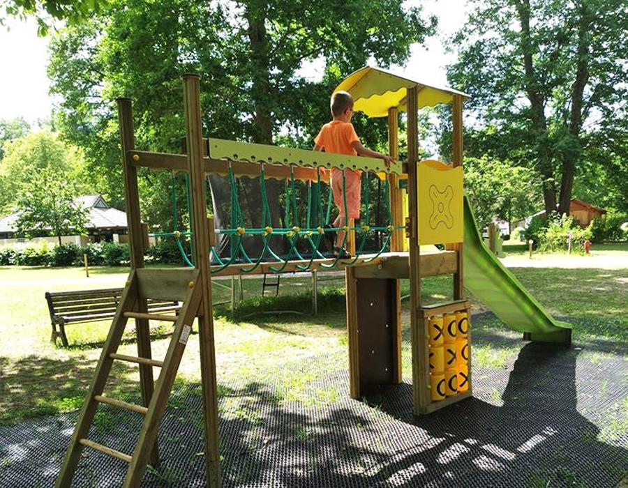 camping-etang-de-la-vallee-loiret-aire-de-jeux--enfant-espace-camping